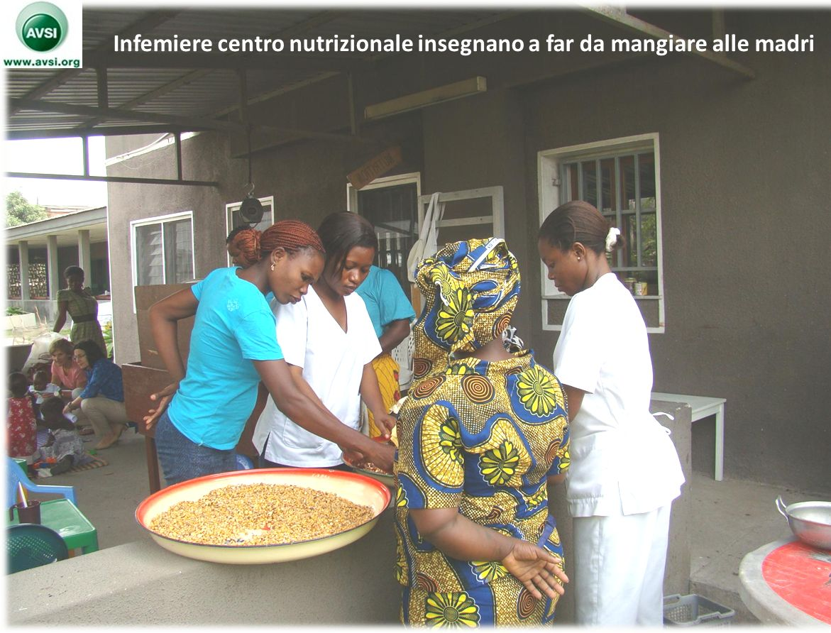 Infemiere centro nutrizionale insegnano a far da mangiare alle madri
