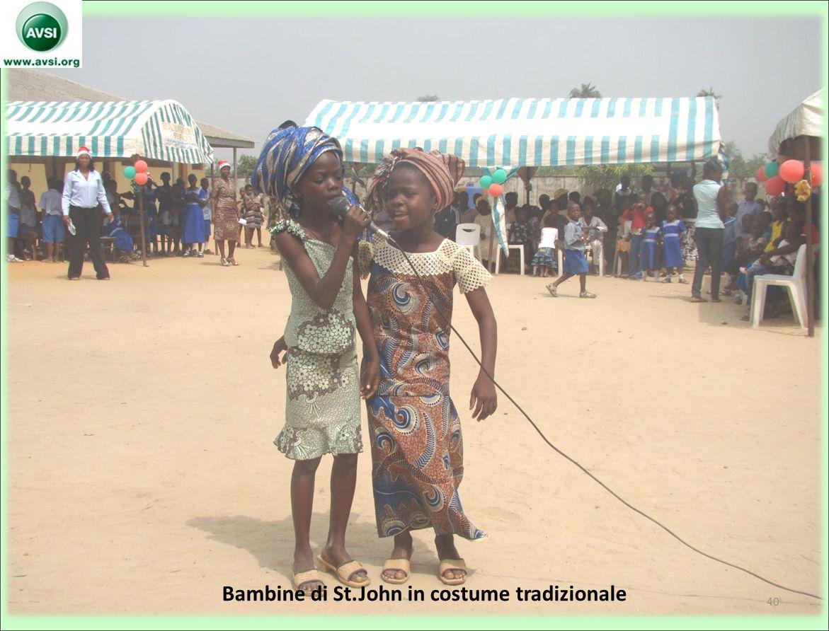 Bambine di St.John in costume tradizionale