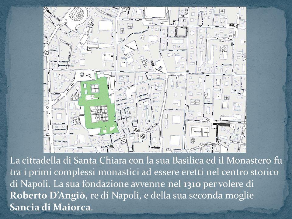 La cittadella di Santa Chiara con la sua Basilica ed il Monastero fu tra i primi complessi monastici ad essere eretti nel centro storico di Napoli.