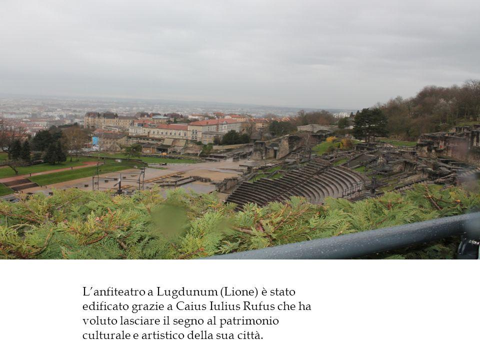 L'anfiteatro a Lugdunum (Lione) è stato edificato grazie a Caius Iulius Rufus che ha voluto lasciare il segno al patrimonio culturale e artistico della sua città.