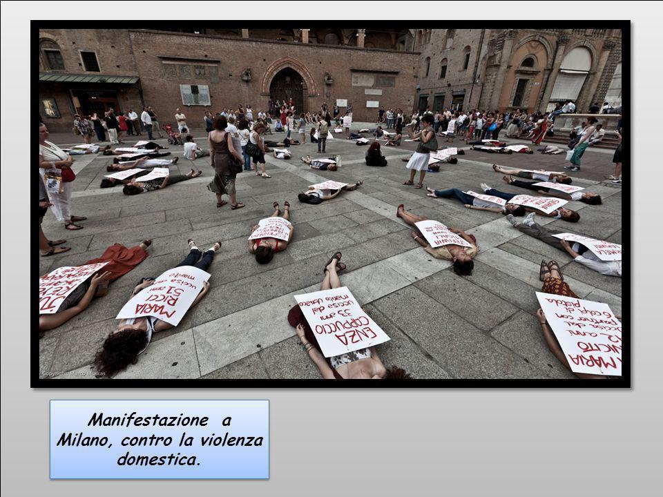 Manifestazione a Milano, contro la violenza domestica.