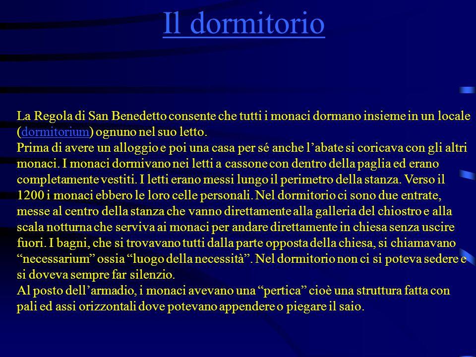 Il dormitorioLa Regola di San Benedetto consente che tutti i monaci dormano insieme in un locale (dormitorium) ognuno nel suo letto.