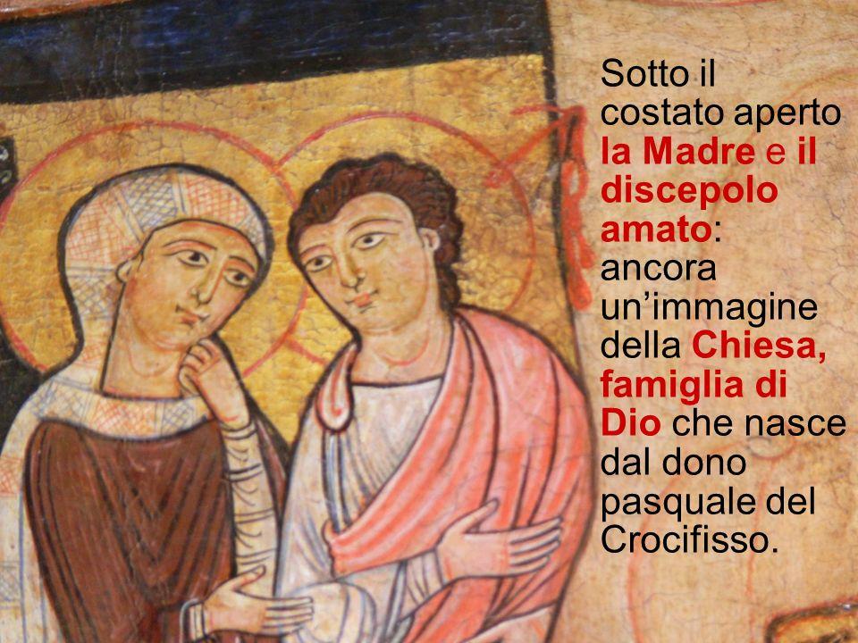 Sotto il costato aperto la Madre e il discepolo amato: ancora un'immagine della Chiesa, famiglia di Dio che nasce dal dono pasquale del Crocifisso.