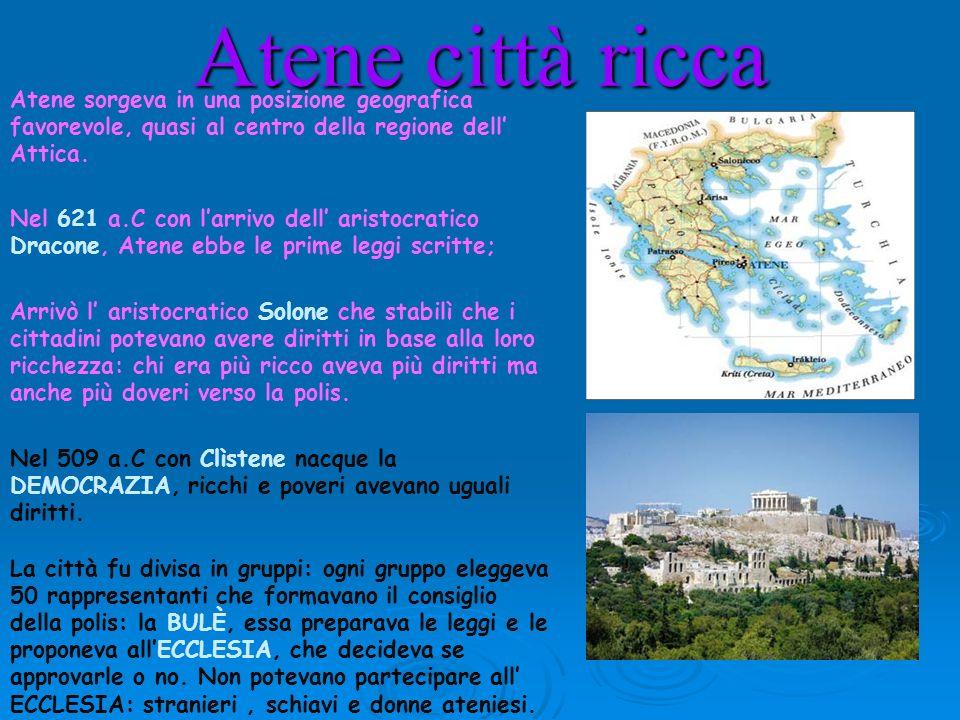 Atene città riccaAtene sorgeva in una posizione geografica favorevole, quasi al centro della regione dell' Attica.