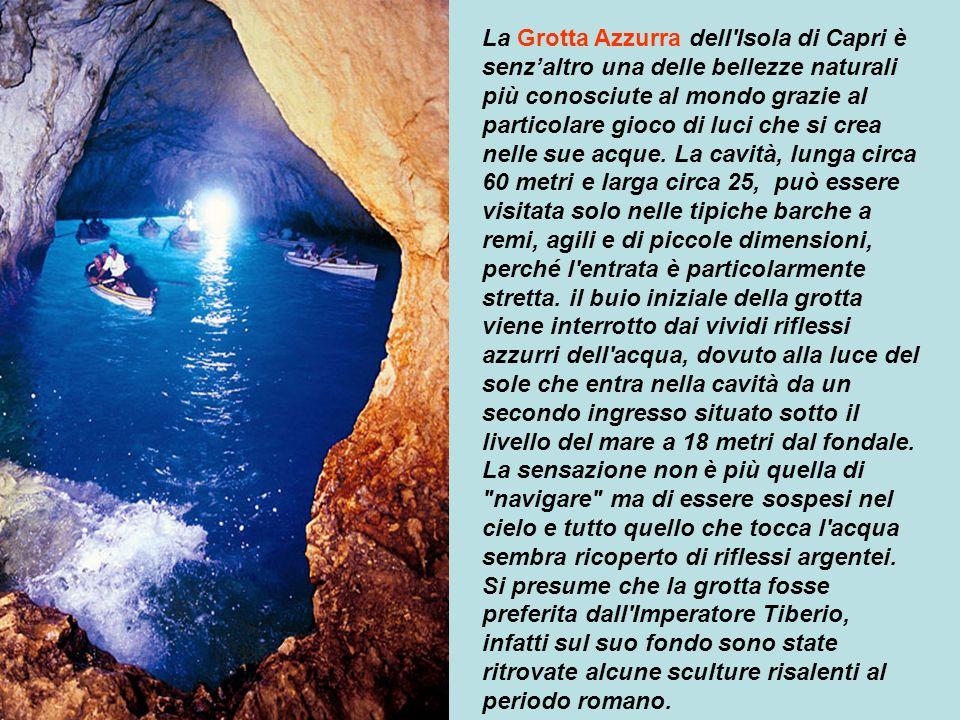 La Grotta Azzurra dell Isola di Capri è senz'altro una delle bellezze naturali più conosciute al mondo grazie al particolare gioco di luci che si crea nelle sue acque.