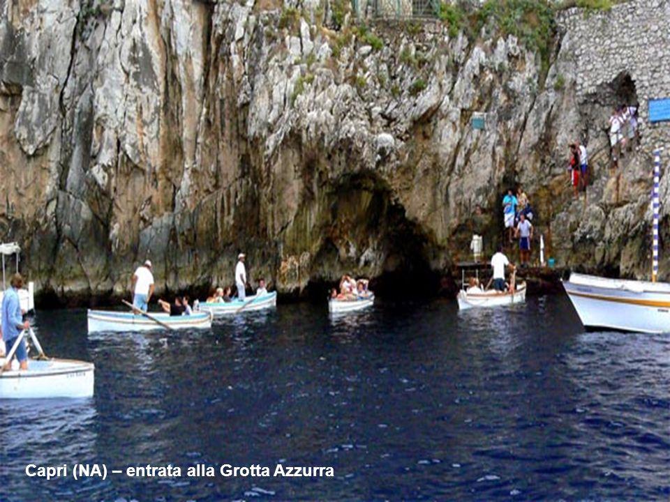 . Capri (NA) – entrata alla Grotta Azzurra
