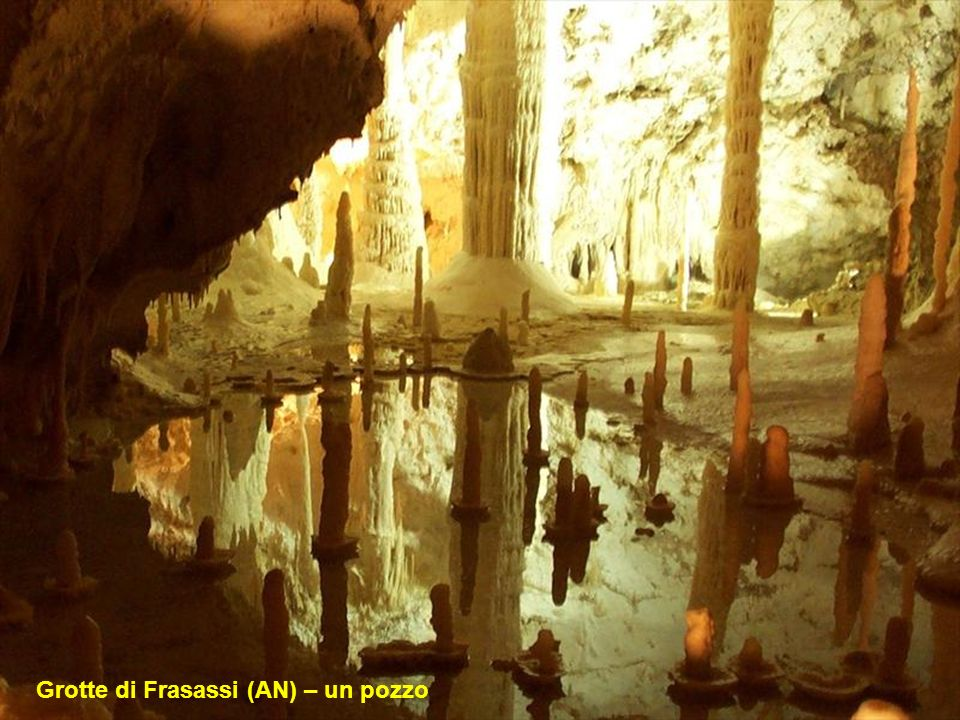 Grotte di Frasassi (AN) – un pozzo