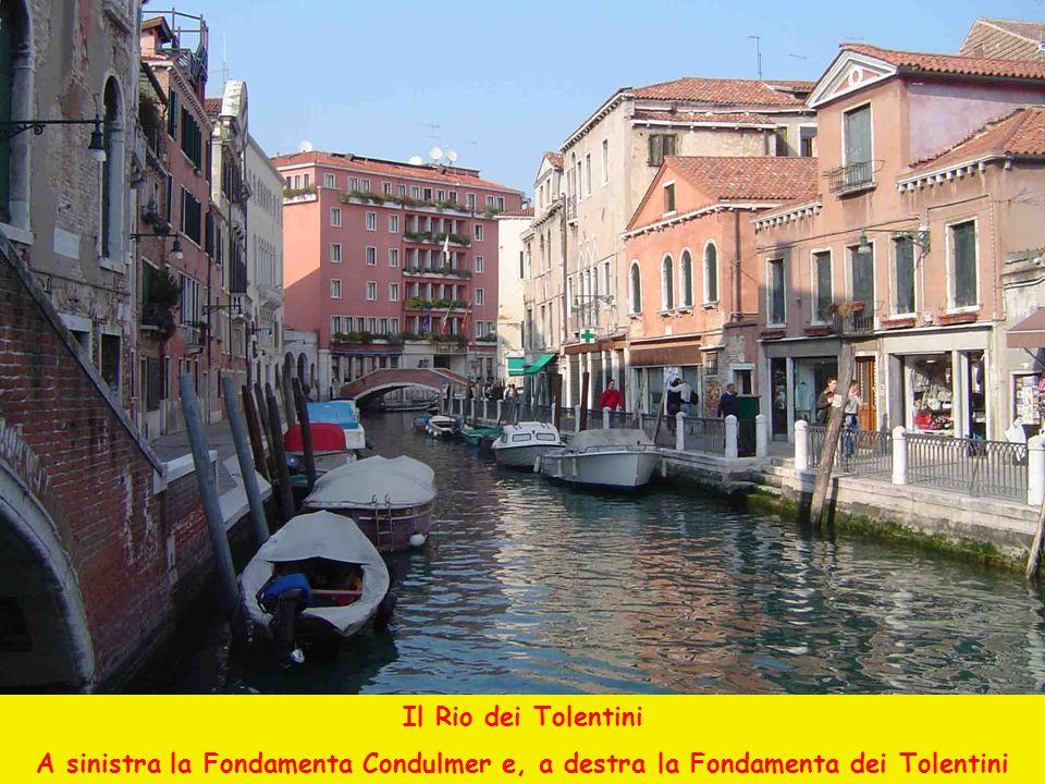 Il Rio dei Tolentini A sinistra la Fondamenta Condulmer e, a destra la Fondamenta dei Tolentini
