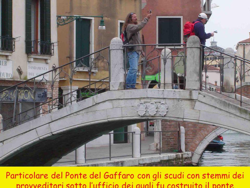 Particolare del Ponte del Gaffaro con gli scudi con stemmi dei provveditori sotto l'ufficio dei quali fu costruito il ponte