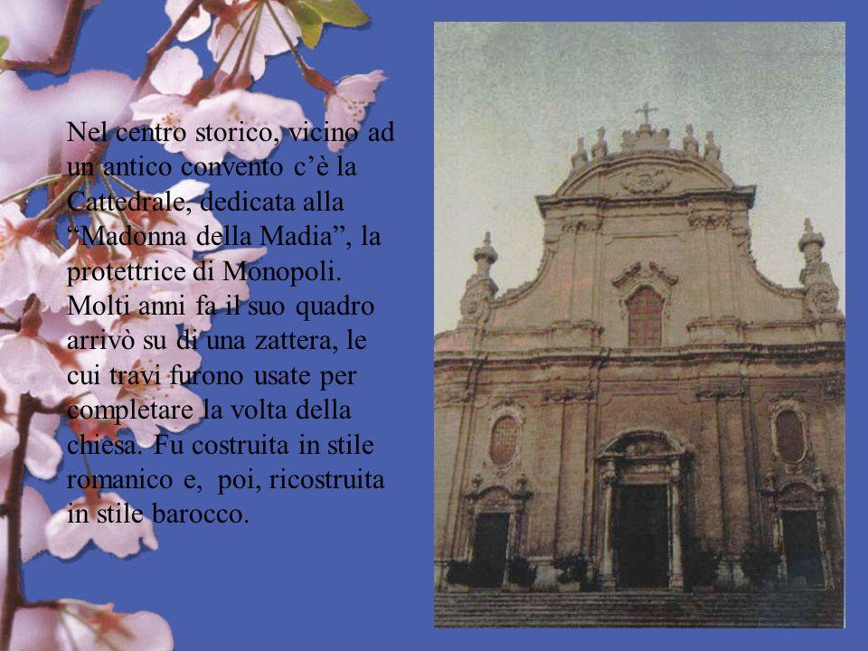 Nel centro storico, vicino ad un antico convento c'è la Cattedrale, dedicata alla Madonna della Madia , la protettrice di Monopoli.