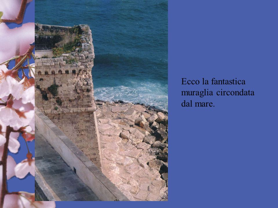 Ecco la fantastica muraglia circondata dal mare.