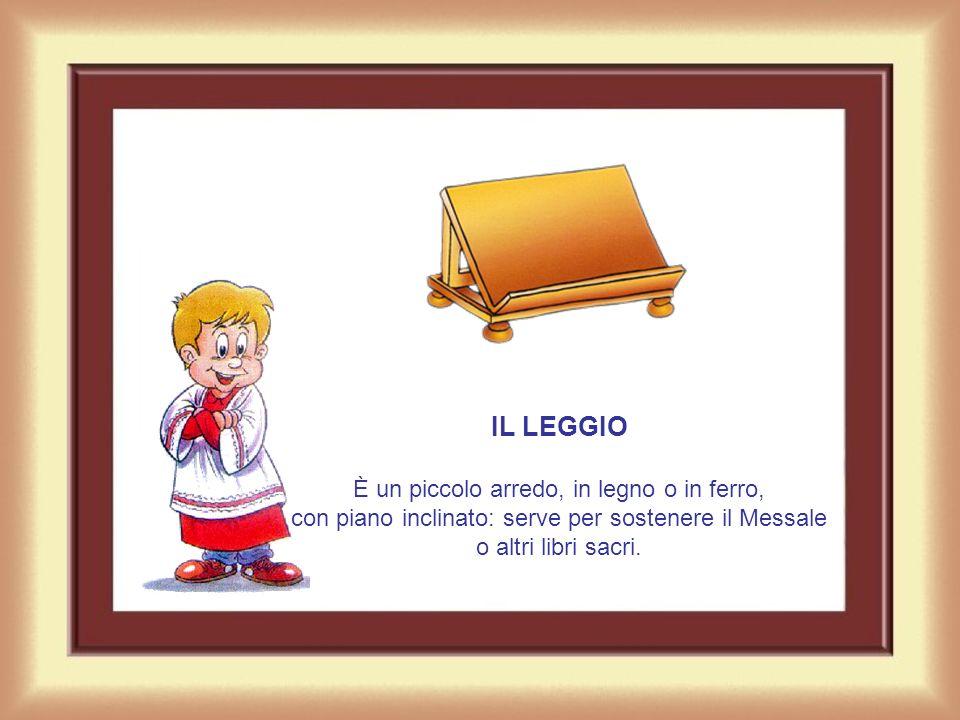 IL LEGGIO È un piccolo arredo, in legno o in ferro, con piano inclinato: serve per sostenere il Messale o altri libri sacri.