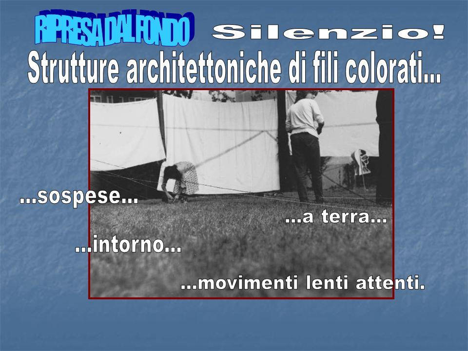 Strutture architettoniche di fili colorati...