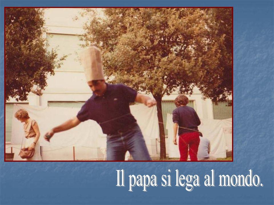 Il papa si lega al mondo.