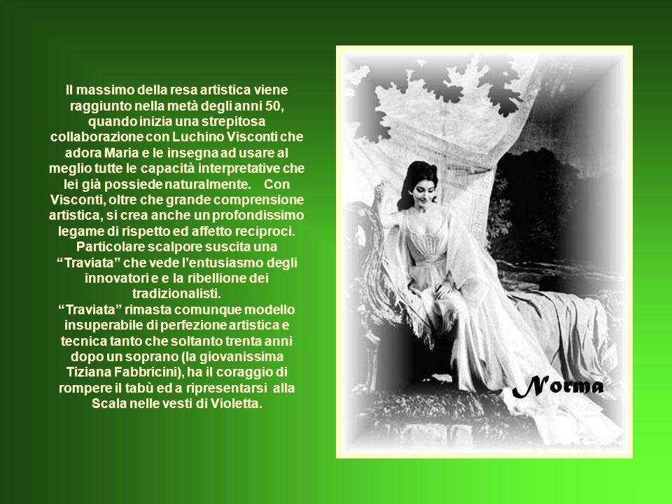 Il massimo della resa artistica viene raggiunto nella metà degli anni 50, quando inizia una strepitosa collaborazione con Luchino Visconti che adora Maria e le insegna ad usare al meglio tutte le capacità interpretative che lei già possiede naturalmente. Con Visconti, oltre che grande comprensione artistica, si crea anche un profondissimo legame di rispetto ed affetto reciproci. Particolare scalpore suscita una Traviata che vede l'entusiasmo degli innovatori e e la ribellione dei tradizionalisti. Traviata rimasta comunque modello insuperabile di perfezione artistica e tecnica tanto che soltanto trenta anni dopo un soprano (la giovanissima Tiziana Fabbricini), ha il coraggio di rompere il tabù ed a ripresentarsi alla Scala nelle vesti di Violetta.