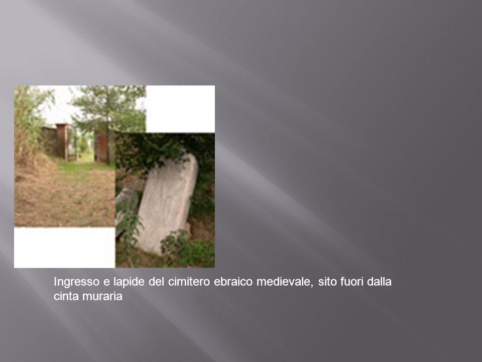 Ingresso e lapide del cimitero ebraico medievale, sito fuori dalla cinta muraria