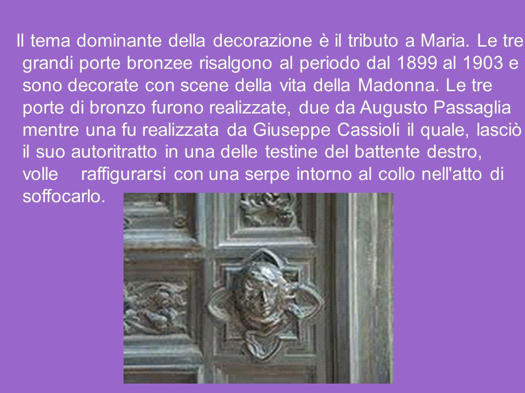 Il tema dominante della decorazione è il tributo a Maria