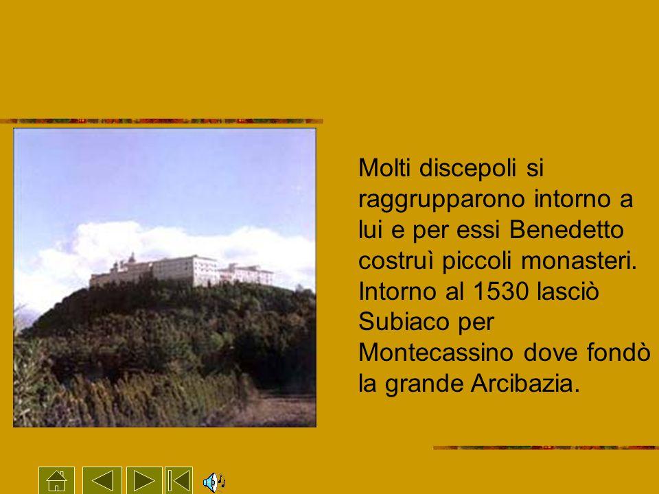 Molti discepoli si raggrupparono intorno a lui e per essi Benedetto costruì piccoli monasteri.