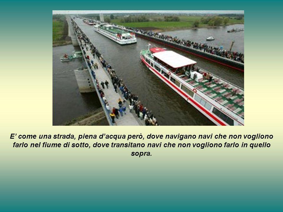 E' come una strada, piena d'acqua però, dove navigano navi che non vogliono farlo nel fiume di sotto, dove transitano navi che non vogliono farlo in quello sopra.