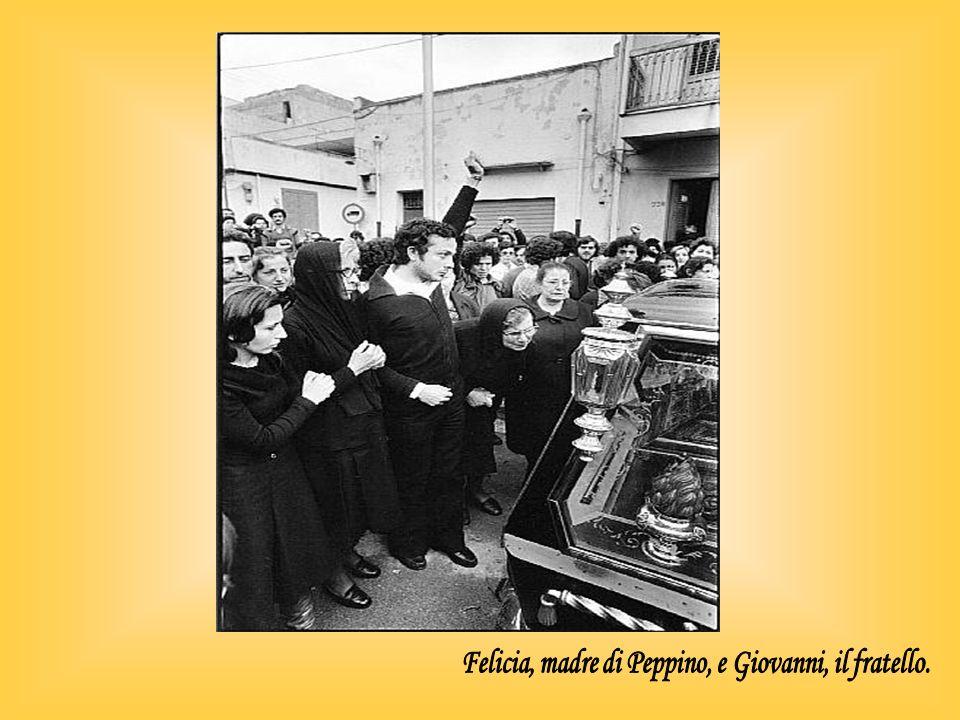 Felicia, madre di Peppino, e Giovanni, il fratello.