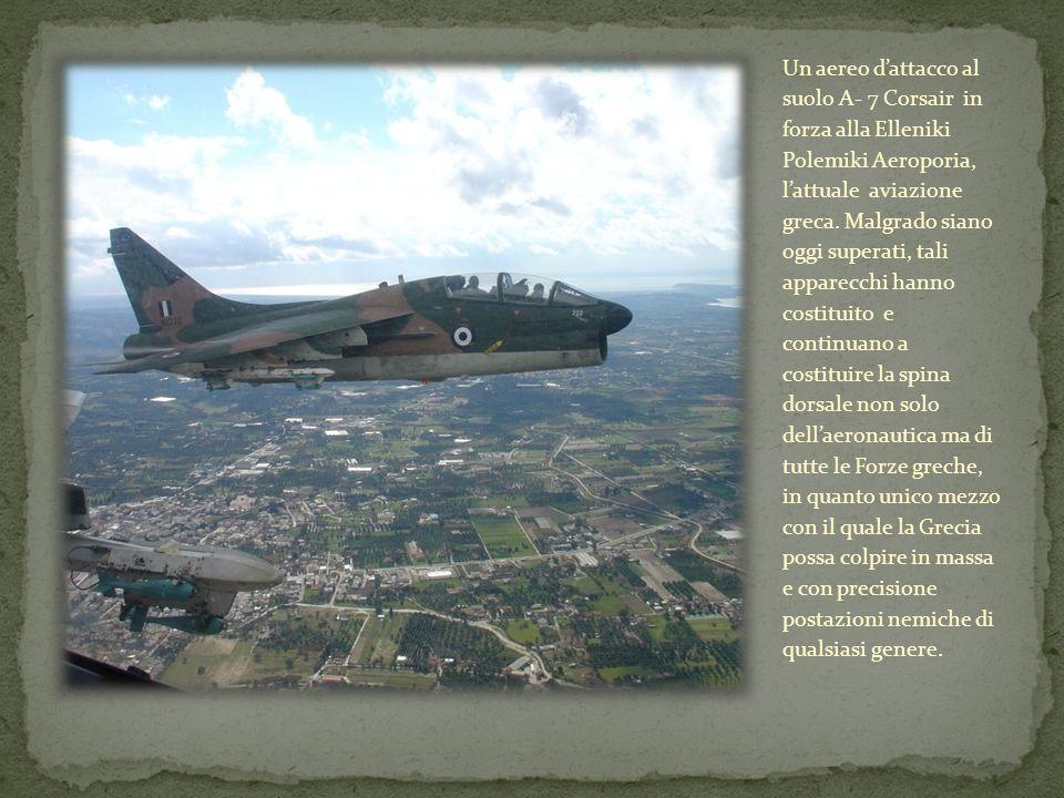 Un aereo d'attacco al suolo A- 7 Corsair in forza alla Elleniki Polemiki Aeroporia, l'attuale aviazione greca.