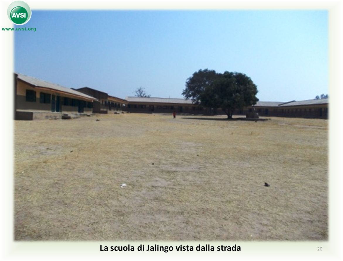 La scuola di Jalingo vista dalla strada