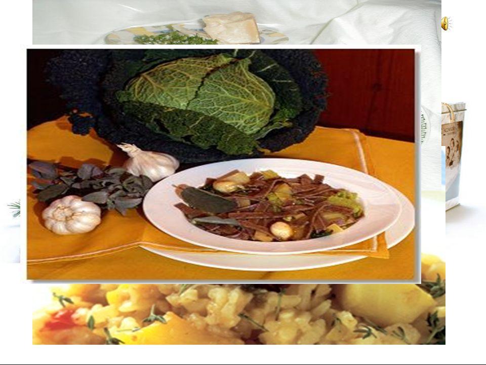Cibo Di Specialita Risotto: Un piatto di riso fritto. Tu puoi aggiungere i funghi e gli scallion.