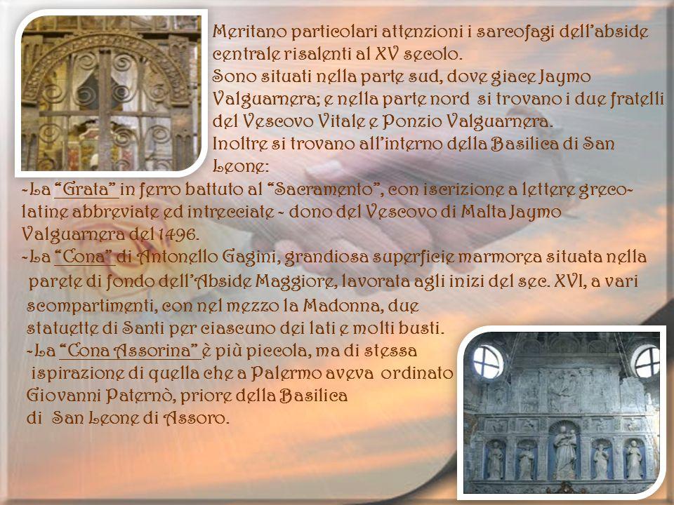 Meritano particolari attenzioni i sarcofagi dell'abside centrale risalenti al XV secolo.