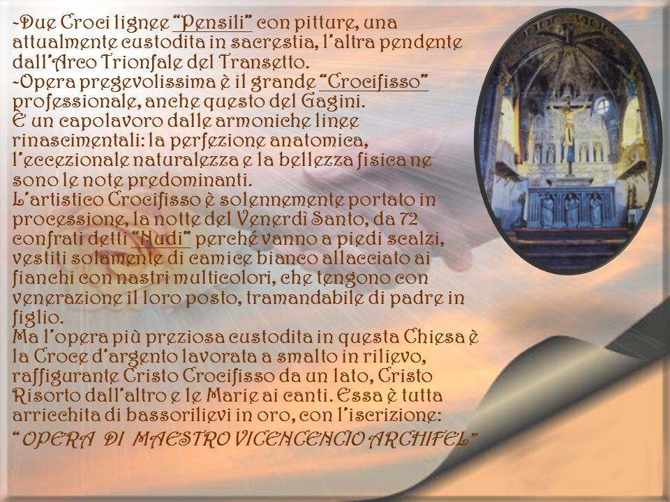 -Due Croci lignee Pensili con pitture, una attualmente custodita in sacrestia, l'altra pendente dall'Arco Trionfale del Transetto.