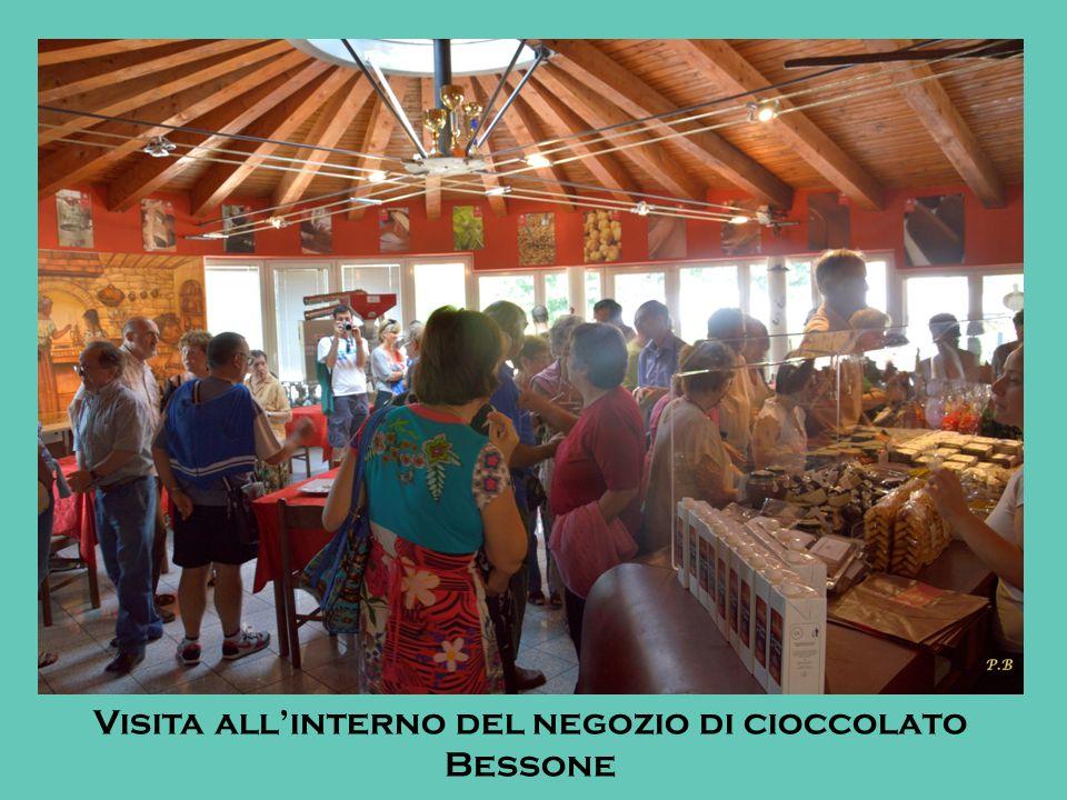 Visita all'interno del negozio di cioccolato Bessone