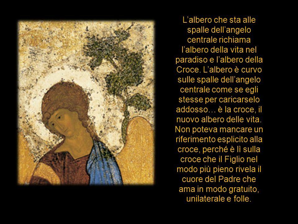 L'albero che sta alle spalle dell'angelo centrale richiama l'albero della vita nel paradiso e l'albero della Croce.