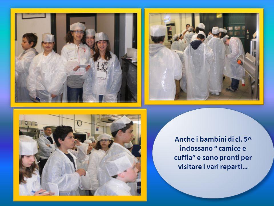 Anche i bambini di cl. 5^ indossano camice e cuffia e sono pronti per visitare i vari reparti…