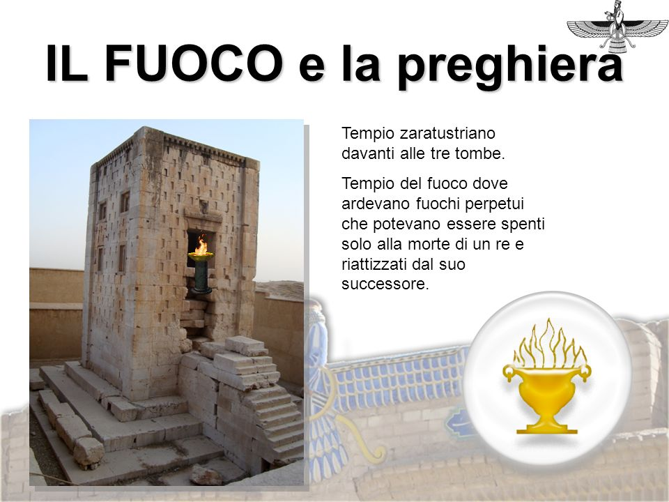IL FUOCO e la preghiera Tempio zaratustriano davanti alle tre tombe.