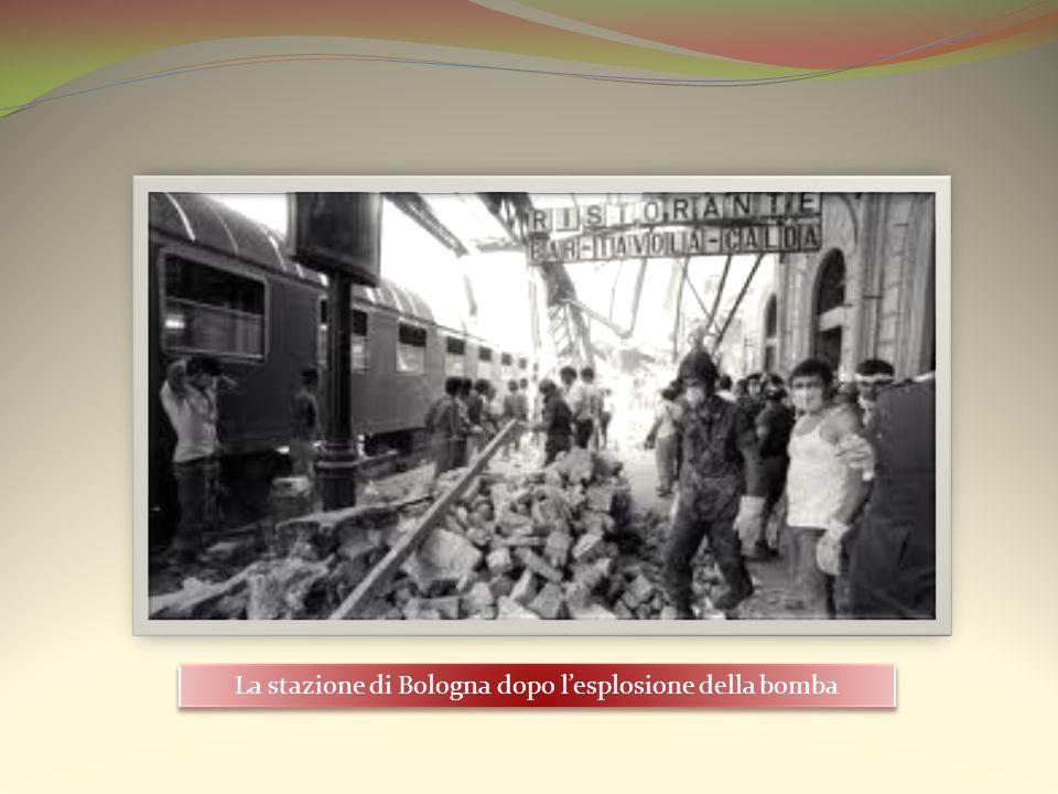 La stazione di Bologna dopo l'esplosione della bomba