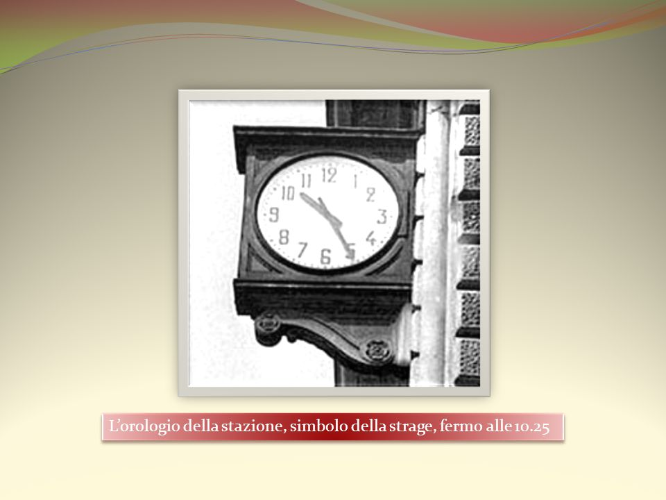 L'orologio della stazione, simbolo della strage, fermo alle 10.25