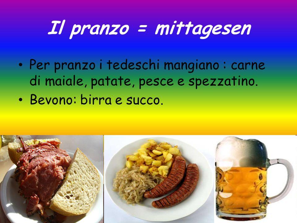 Il pranzo = mittagesen Per pranzo i tedeschi mangiano : carne di maiale, patate, pesce e spezzatino.