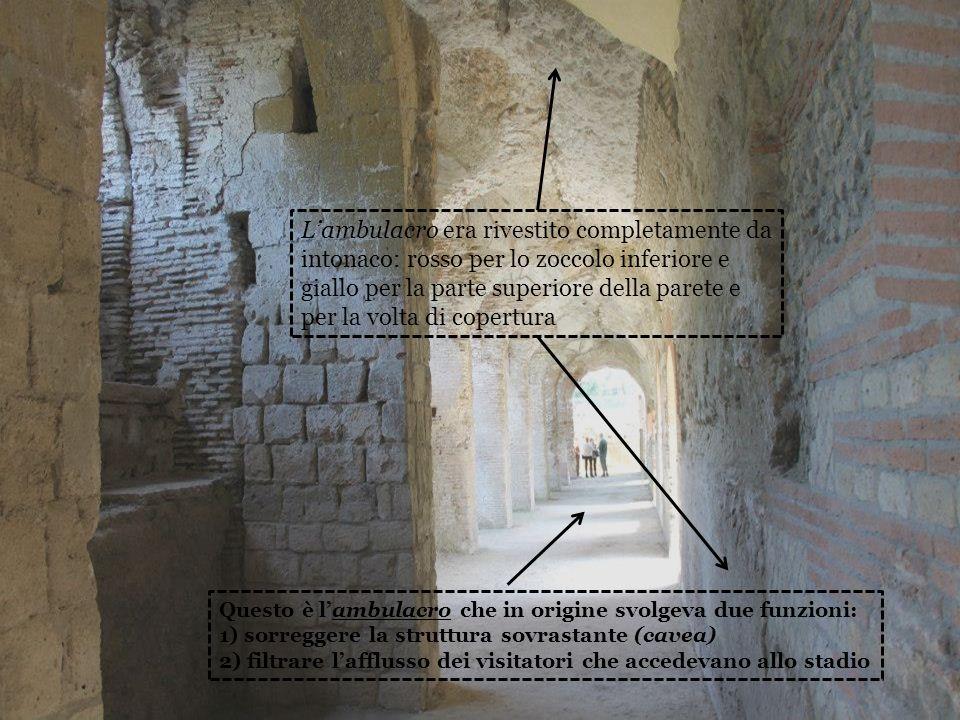 L'ambulacro era rivestito completamente da intonaco: rosso per lo zoccolo inferiore e giallo per la parte superiore della parete e per la volta di copertura