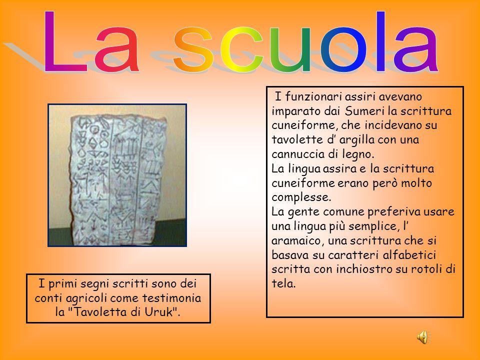 La scuola I funzionari assiri avevano imparato dai Sumeri la scrittura cuneiforme, che incidevano su tavolette d' argilla con una cannuccia di legno.