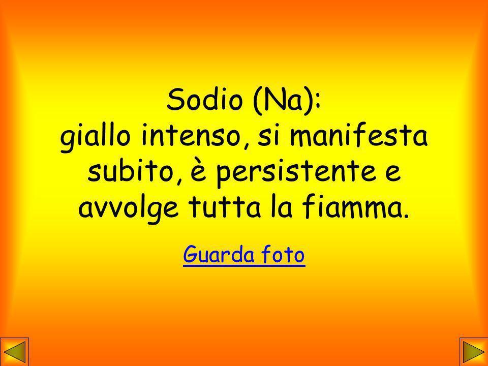 Sodio (Na): giallo intenso, si manifesta subito, è persistente e avvolge tutta la fiamma.