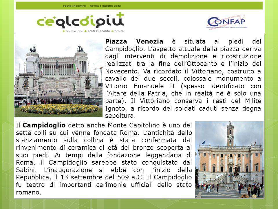 Piazza Venezia è situata ai piedi del Campidoglio