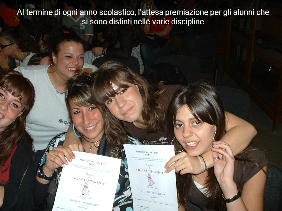 Al termine di ogni anno scolastico, l'attesa premiazione per gli alunni che si sono distinti nelle varie discipline
