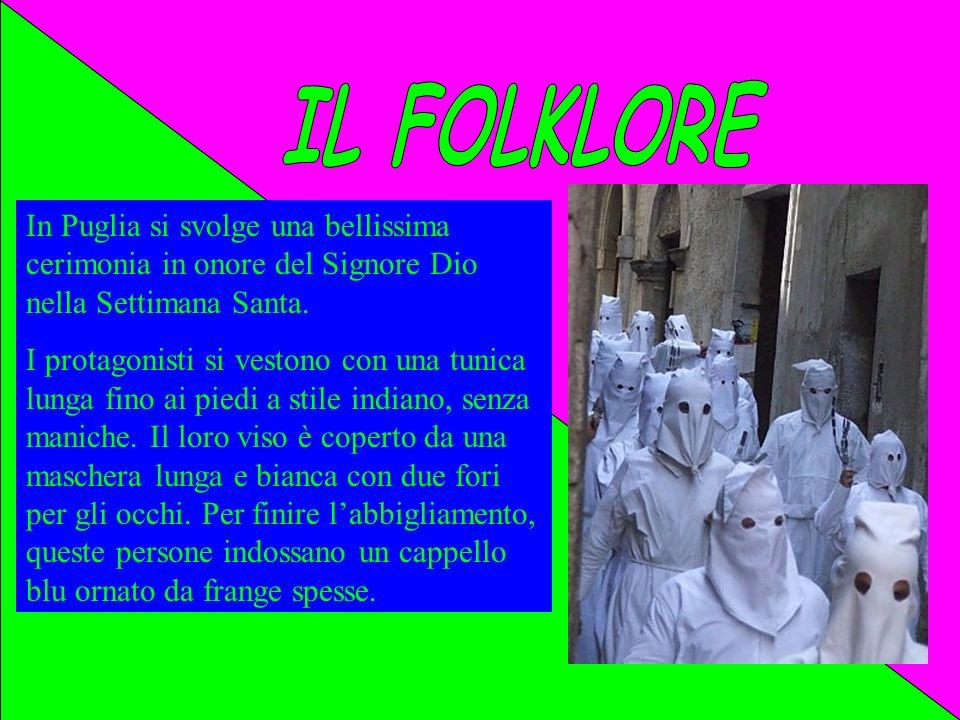 IL FOLKLORE In Puglia si svolge una bellissima cerimonia in onore del Signore Dio nella Settimana Santa.