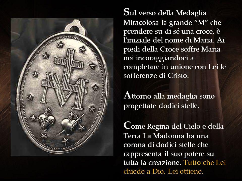 Sul verso della Medaglia Miracolosa la grande M che prendere su di sé una croce, è l iniziale del nome di Maria.