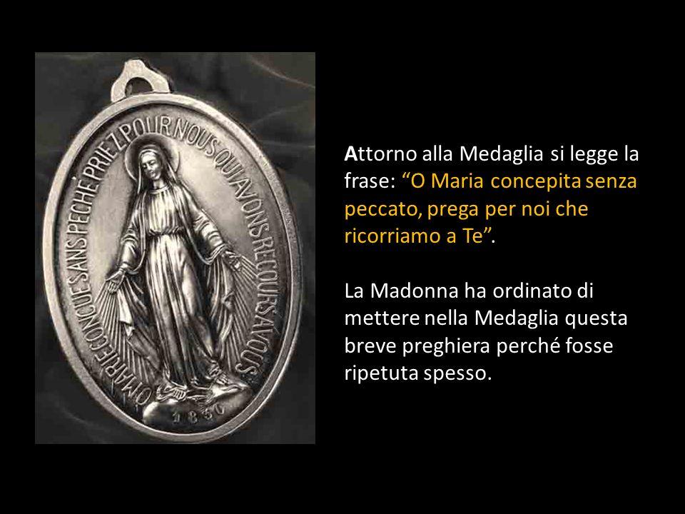 Attorno alla Medaglia si legge la frase: O Maria concepita senza peccato, prega per noi che ricorriamo a Te .