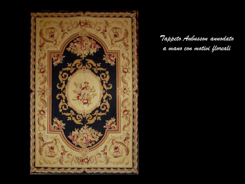 Tappeto Aubusson annodato a mano con motivi floreali