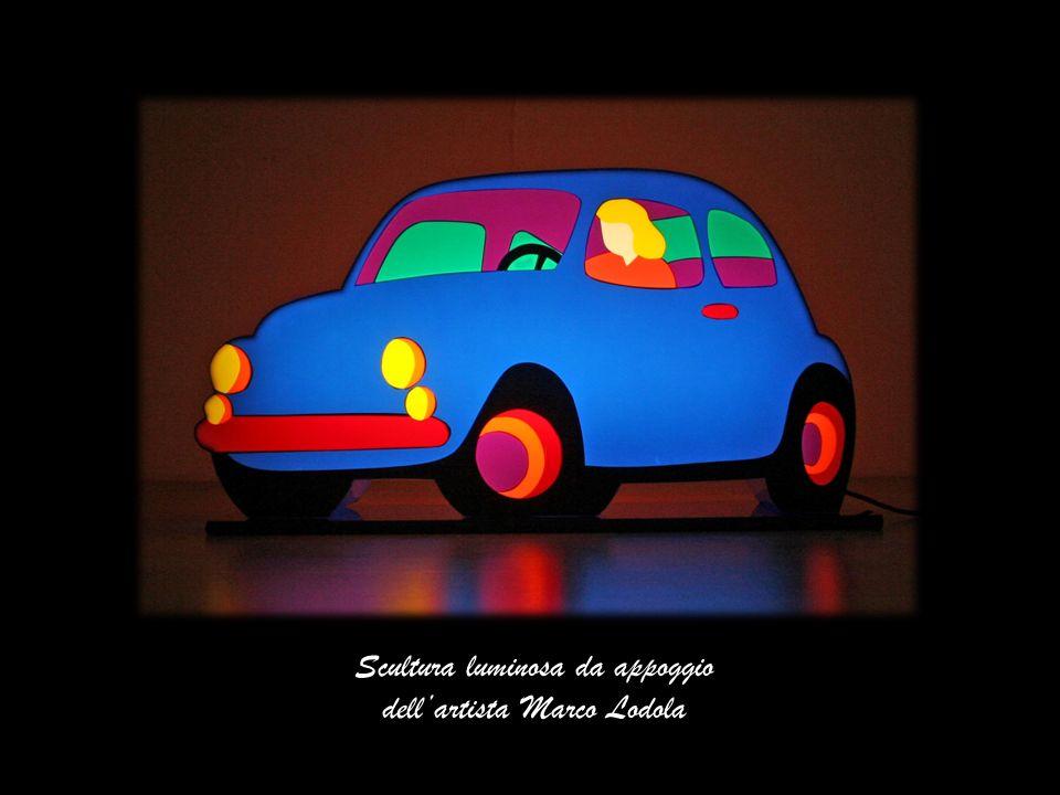 Scultura luminosa da appoggio dell'artista Marco Lodola