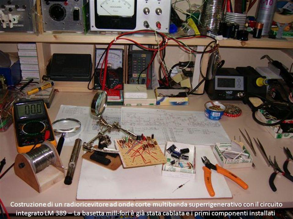 Costruzione di un radioricevitore ad onde corte multibanda superrigenerativo con il circuito integrato LM 389 – La basetta mill-fori è già stata cablata e i primi componenti installati.