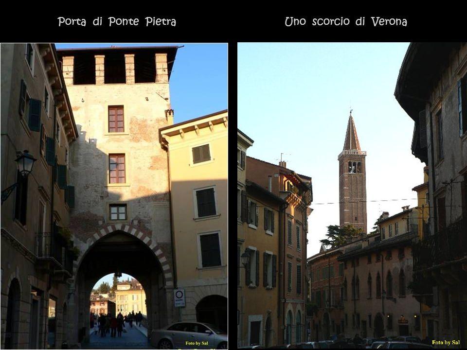 Porta di Ponte Pietra Uno scorcio di Verona