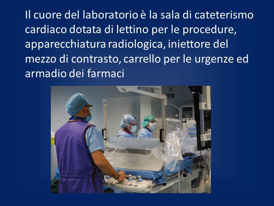 Il cuore del laboratorio è la sala di cateterismo cardiaco dotata di lettino per le procedure, apparecchiatura radiologica, iniettore del mezzo di contrasto, carrello per le urgenze ed armadio dei farmaci
