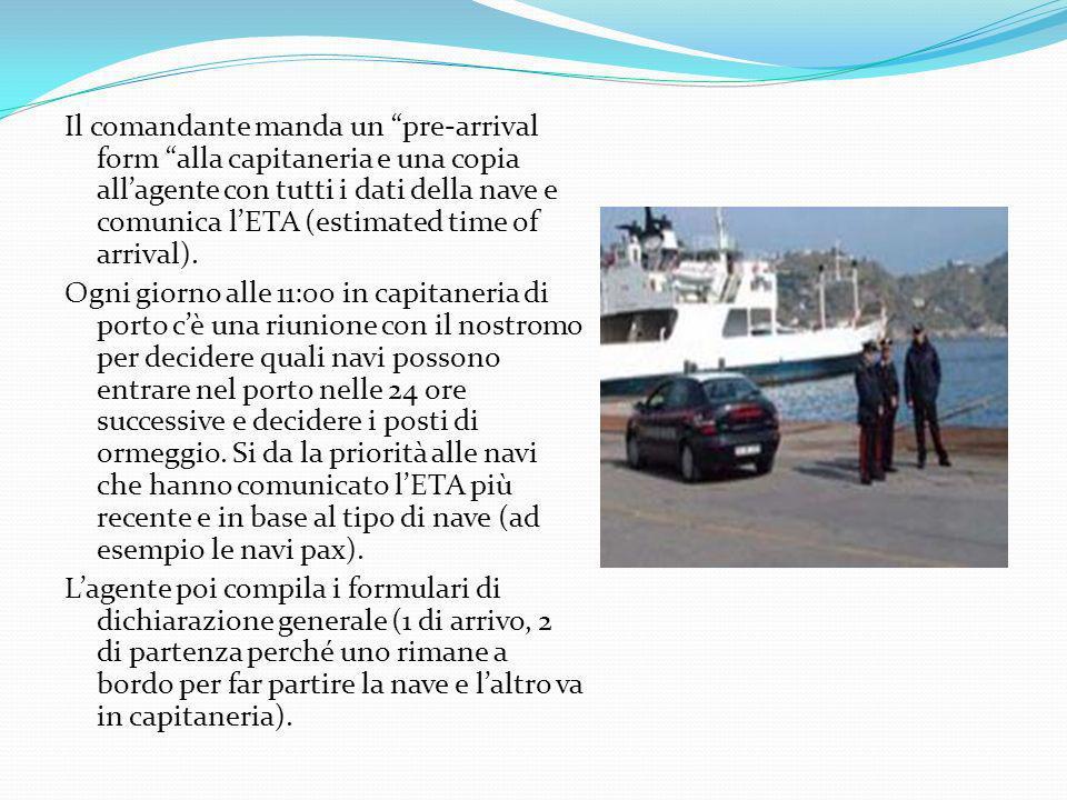 Il comandante manda un pre-arrival form alla capitaneria e una copia all'agente con tutti i dati della nave e comunica l'ETA (estimated time of arrival).
